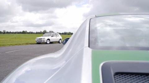 Chris Harris enfrenta el 911 R contra el 205 Rallye
