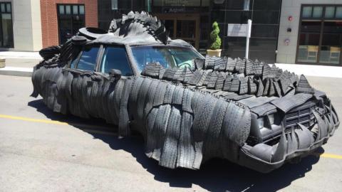 Coche de neumáticos