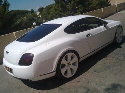 Este es el Bentley Continental GT de James