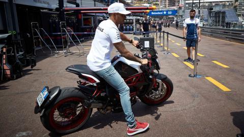 Hamilton y sus motos