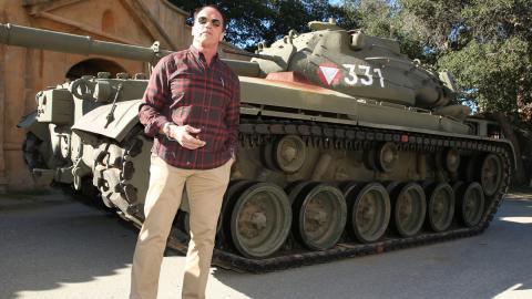 Arnold al mando de su tanque