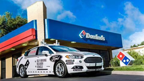 Los coches autónomos de Ford reparten Domino's Pizza (I)