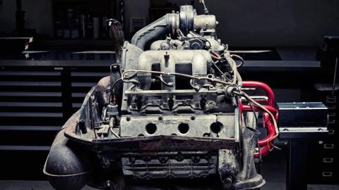 Así se desmonta el motor de un Porsche 911