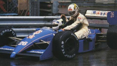 De Cesaris (Rial-Ford ARC1) y Stefan Johansson (LOTO Ligier-Judd JS31) en Mónaco 1988