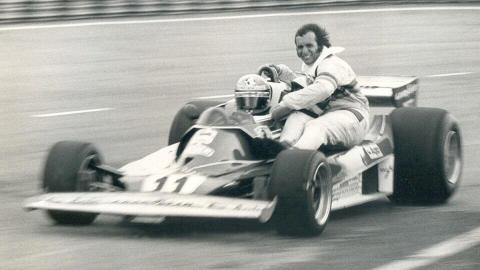 Lauda llevando a Fittipaldi en 1977