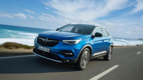 prueba del Opel Grandland X por delante