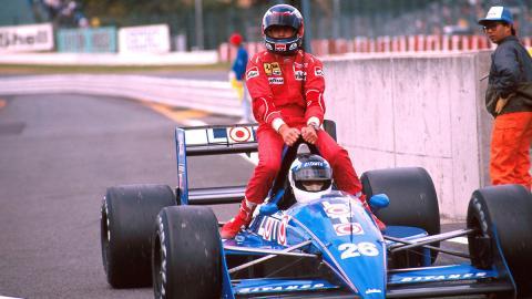 Stefan Johansson  (Ligier Loto) lleva a Gerhard Berger (Ferrari)  Ligier JS31 en GP Bélgica 1988