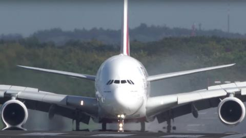 Aterrizaje avión Emirates