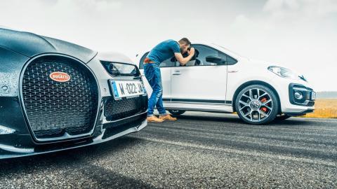 Volkswagen up! GTI vs Bugatti Chiron (4)