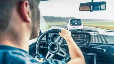 Volkswagen up! GTI vs Bugatti Chiron