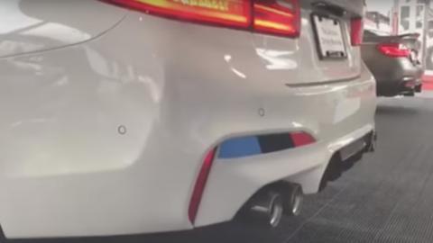 Escape de titanio M Performance en un BMW M5