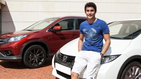 Márquez recibe una flota de 'Honda Dreams'