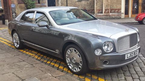 Silver_Bentley_Mulsanne de MB-one vía Wiki