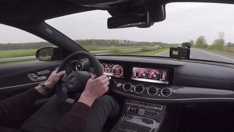 Un Mercedes-AMG E63 S a 300 en la Autobahn