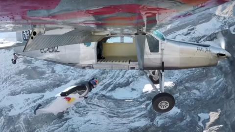 Wingsuit o cómo subirse a una avioneta en pleno vuelo