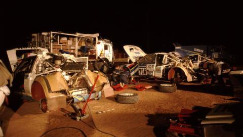 Asistencia del equipo Peugeot en el Dakar 1988