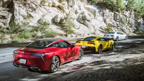 Comparativa Chevrolet Corvette Grand Sport, Maserati GranTurismo Sport y Lexus LC 500 (traseras)