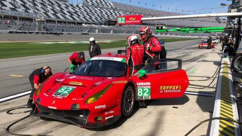 Molina y su Ferrari en Daytona