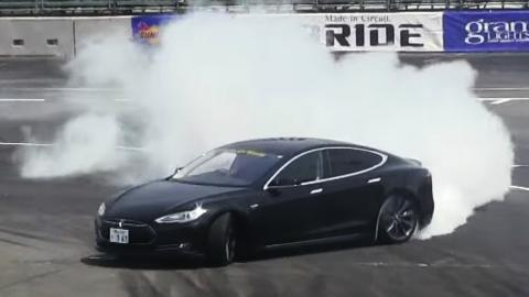 ¿Puede un Tesla Model S hacer drifting?