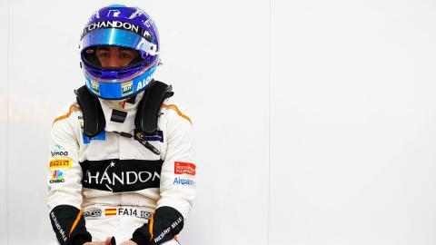 Alonso esperando al MCL33 F1 2018