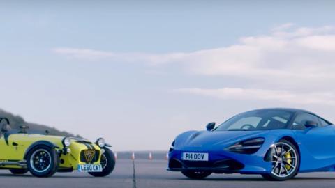 Caterham 620R vs McLaren 720S