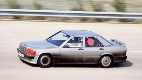 El Mercedes 190 E 2.3-16 batiendo un récord de velocidad en Nardò