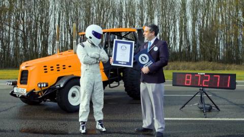Top Gear bate el Récord Guinness de velocidad con un tractor