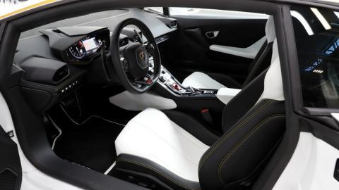 Interior del Lamborghini Huracán del Papa
