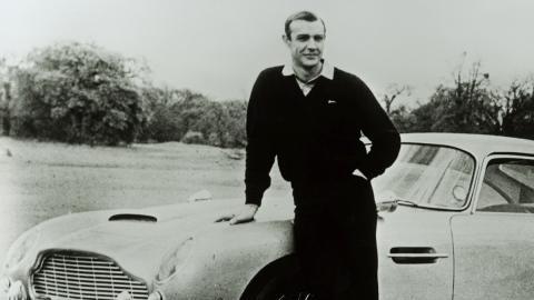 Sean Connery en un Aston Martin DB5