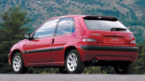 Citroën Saxo VTS vs Renault Clio 16V