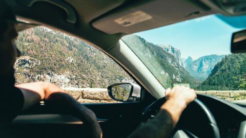 Conduciendo con la ventanilla bajada