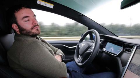 conduccion autonoma lujo dormir volante peligro temeridad