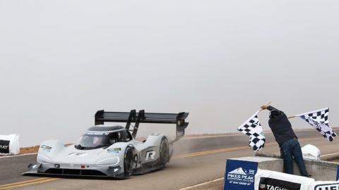 Dumas y su Volkswagen I.D. R destrozan el récord de Loeb en Pikes Peak