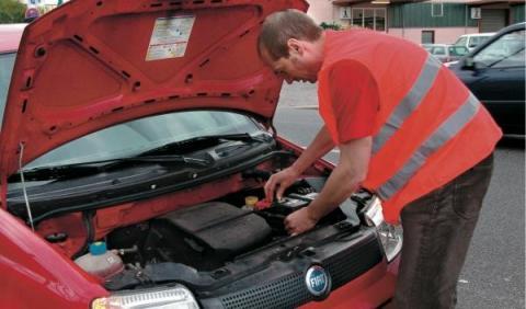 Por qué mi coche arranca pero se para