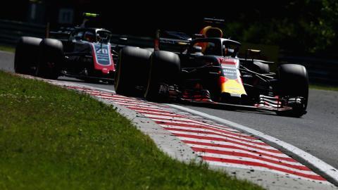 El adelantamiento de Ricciardo a Magnussen en el GP Hungría F1 20182