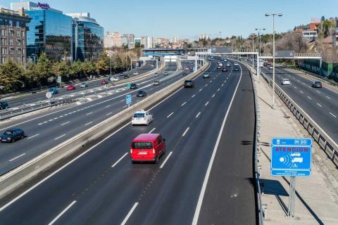 Radar de velocidad en la autopista