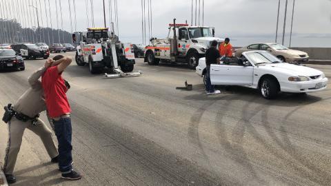 Unos idiotas cortan un puente en San Francisco para hacer trompos