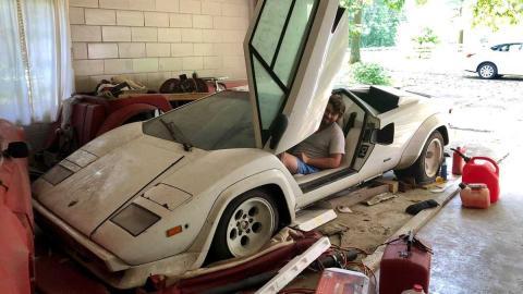 Lamborghini Countach abandonado
