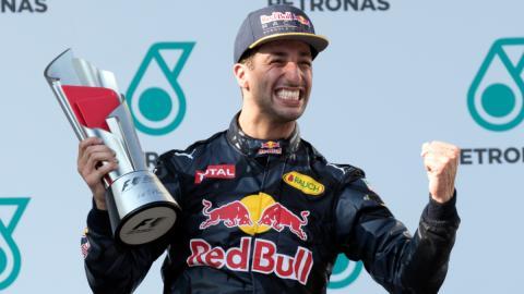 Ricciardo le quita el asiento a Sainz en Renault