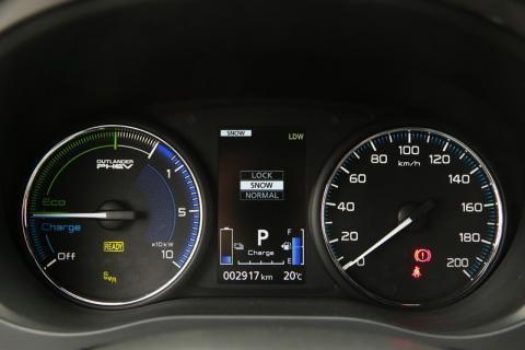 Mitsubishi Outlander PHEV nueva instrumentación