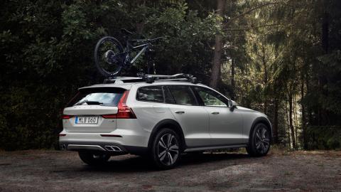 Volvo V60 Cross Country 2019 (trasera)