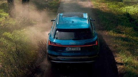 Audi e-tron 2018 off-road