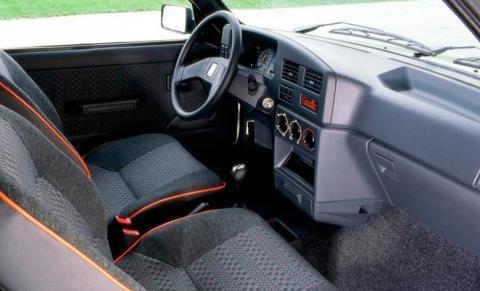 Peugeot 309 GTi (interior)