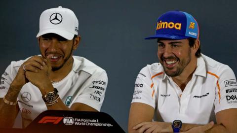 Hamilton y Alonso con la prensa