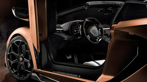 Lamborghini Aventador SVJ Roadster (puerta)