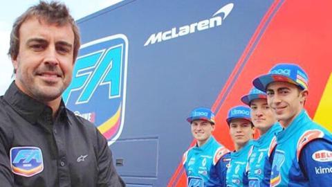 Alonso y jóvenes pilotos