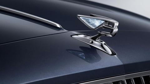 Nuevo Bentley Flying Spur, adorno capó
