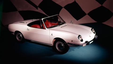 Seat 850 Sport Spider, tres cuartos delantero blanco