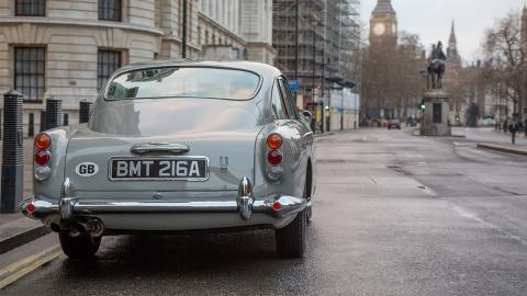 Aston Martin Goldfinger DB5 Continuation Edition trasera