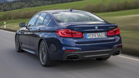 BMW M550i xDrive 2019 trasera
